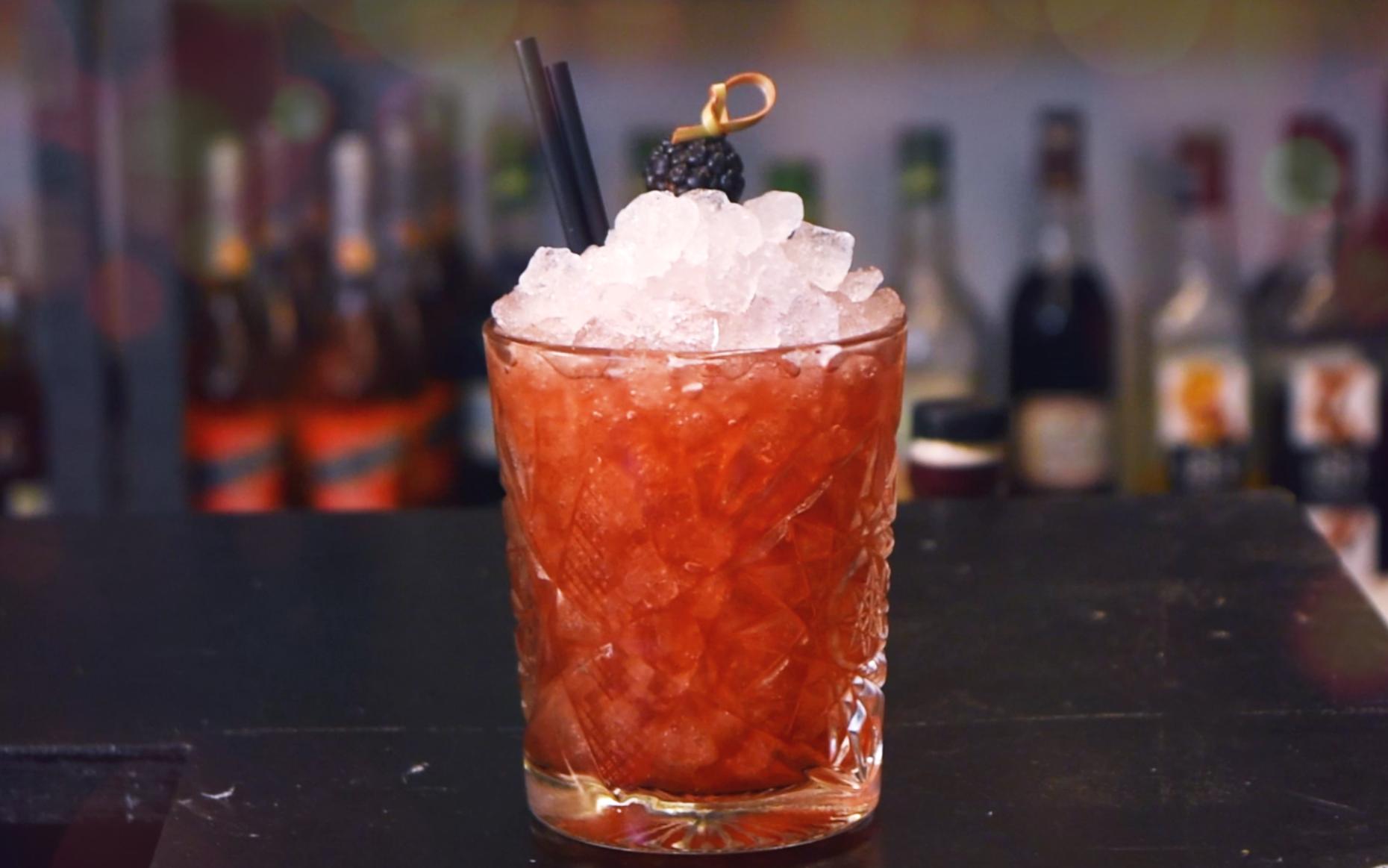 Bramble cocktail recipe - How to make a Bramble recipe - How to make a bramble drink - The best gin cocktail